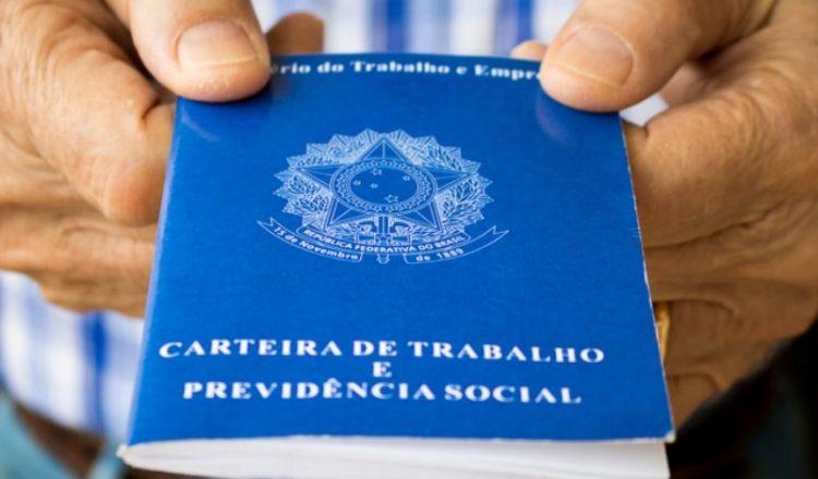Bolsonaro muda texto e autoriza compartilhamento de informação de beneficiários do INSS
